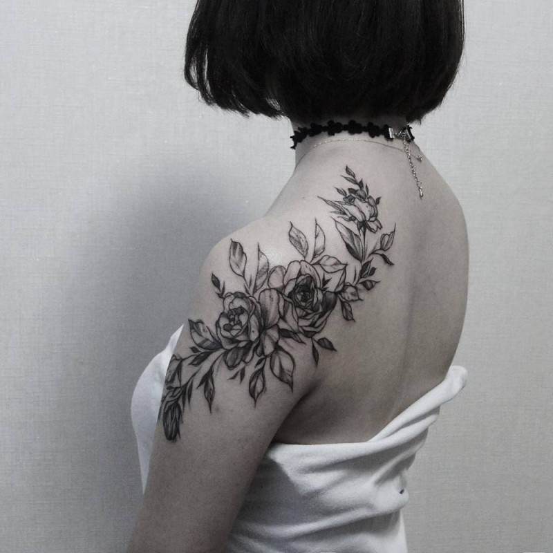 Old looking typical designed by Zihwa shoulder tattoo of roses and leaves