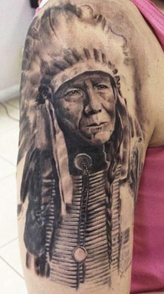 Alter Indianerhäuptling Tattoo am halben Ärmel