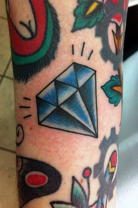 Tatuaje en la pierna, diamante azul old school