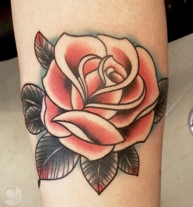 vecchia scuola colorato semplice rosa tatuaggio su gamba