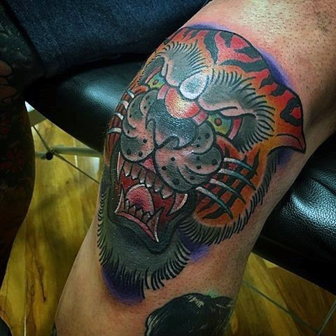 Old school style colored knee tattoo of tiger face