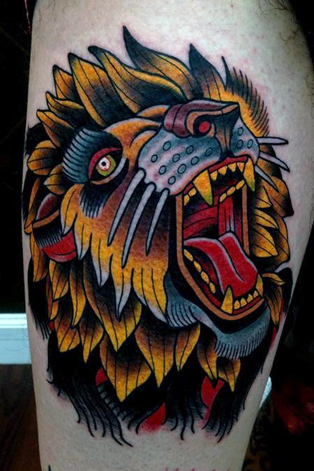 Tatuaggio di testa di leone colorato in stile vecchia scuola