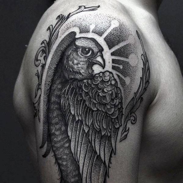 vecchia scuola disegno nero e bianco aquila tatuaggio su spalla