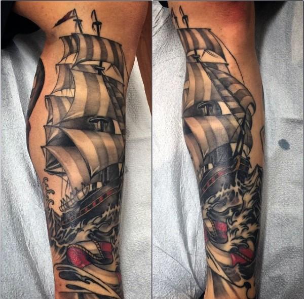 originale colorato 3D antica barca in mare tatuaggio a manicotto