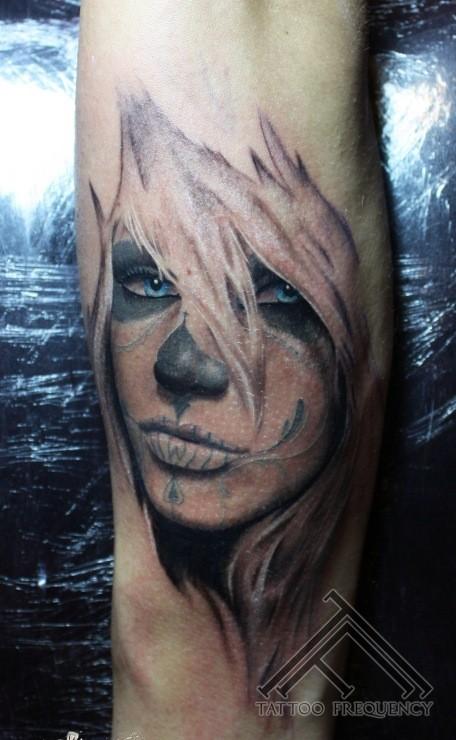 originale messicano stile colorato donna seducente tatuaggio su braccio