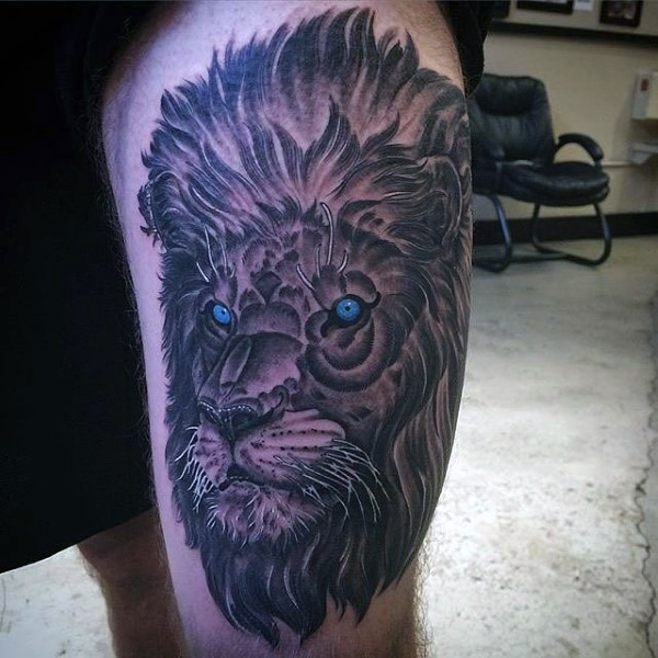 Original multicolored thigh tattoo of lion with blue eyes
