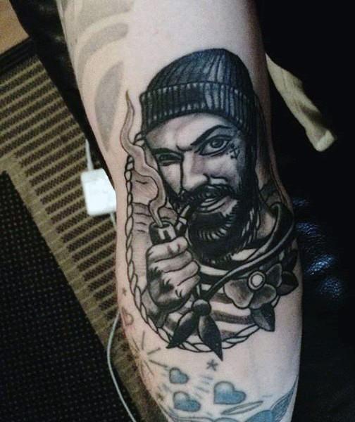originale dipinto inchiostro nero marinaio fumando tatuaggio su gamba