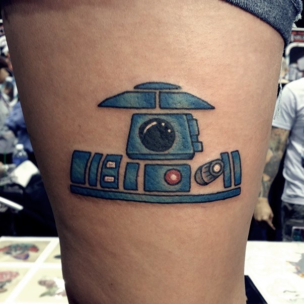 Original painted colored little thigh tattoo of droid parts