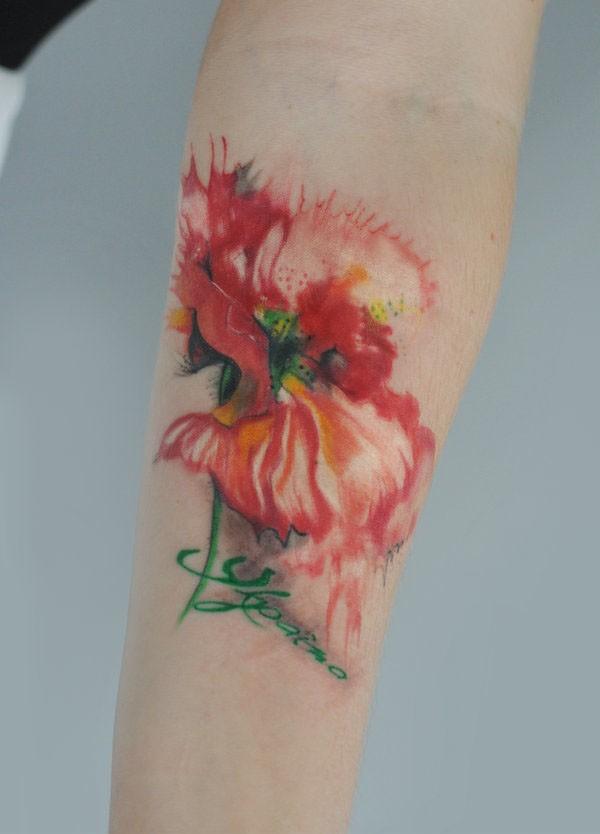 Tatuaggio sul braccio il papavero incantevole