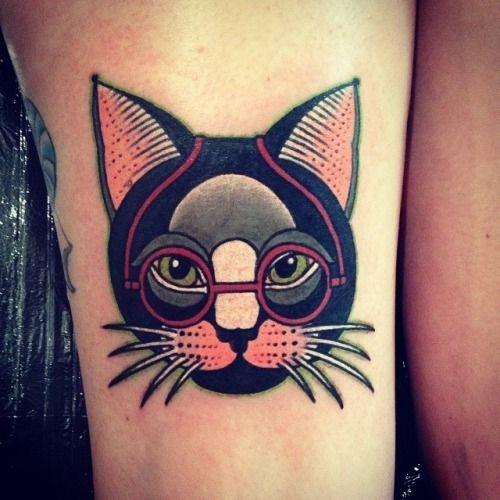ritratto di gatto con occhiali tatuaggio