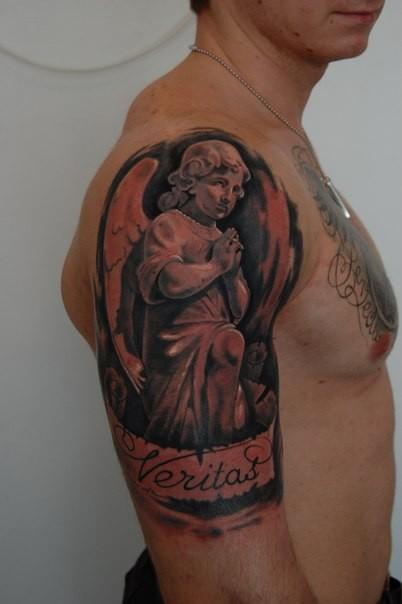 angelo triste prega tatuaggio a mezza manica