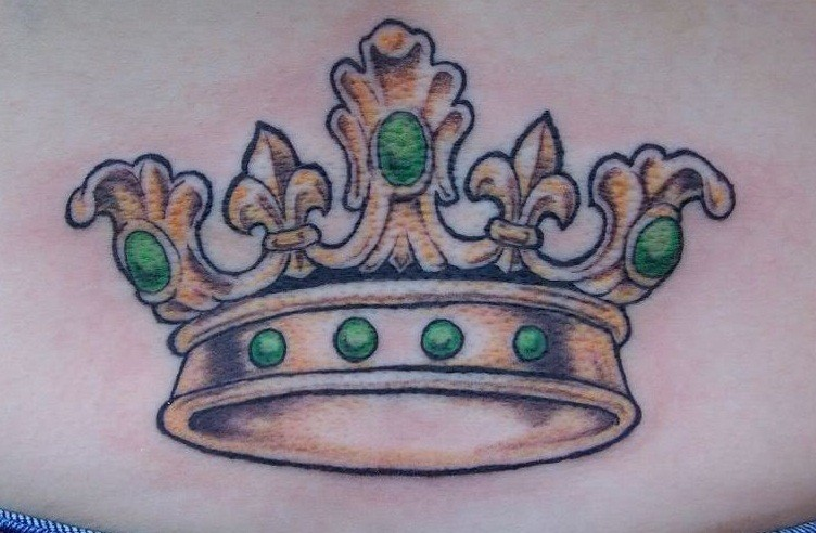 Pretty little crown with pearls