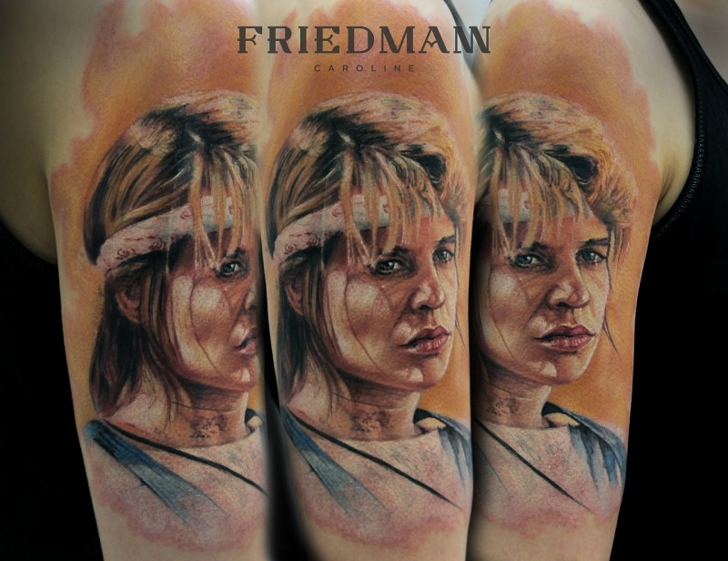 Pretty looking colored shoulder tattoo of woman