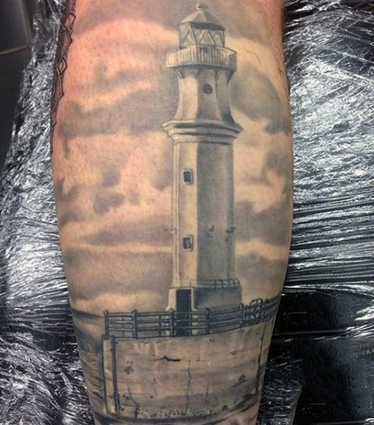 reale nero e bianco foto molto realistico vecchio faro tatuaggio su gamba