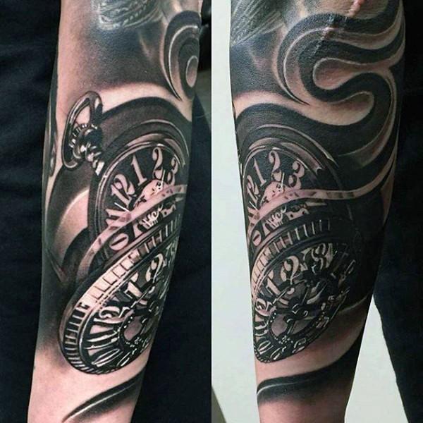 Tatuaje en el brazo,  reloj de bolsillo maravilloso volumétrico