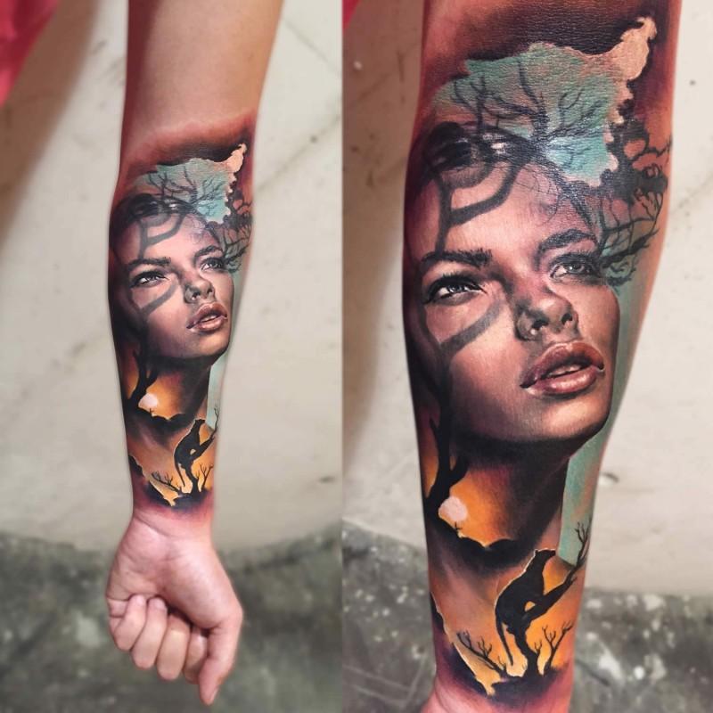 Realismus Stil Farbiges Unterarm Tattoo Mit Portrat Der Frau Mit