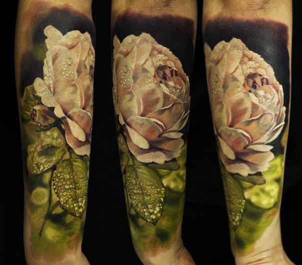 Realismusstil farbiger Unterarm Tattoo der weißen Rose