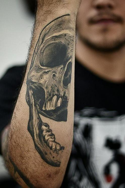 realistico dettagliato meta cranio avambraccio tatuaggio