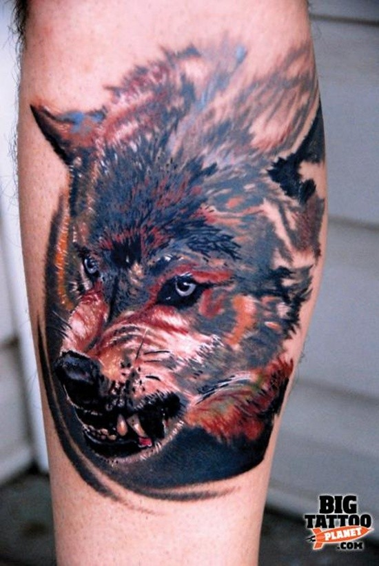 realistico lupo agressivo tatuaggio