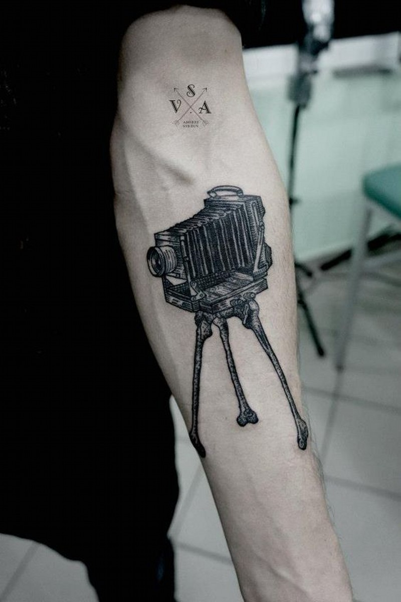 Realistic looking big black ink old camera tattoo on arm