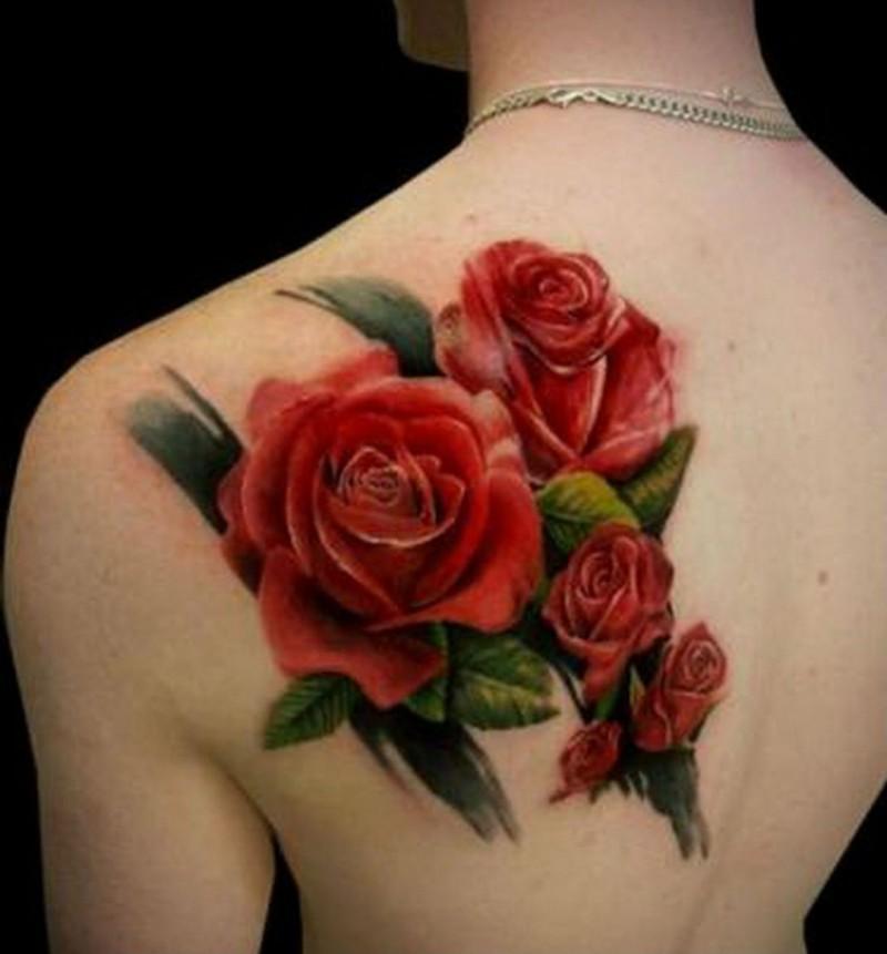 realistico naturale colorato fiori rosa tatuaggio su scapola