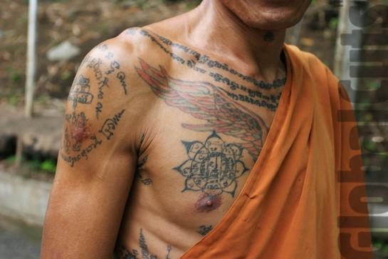 buddista sacro tatuaggio su petto