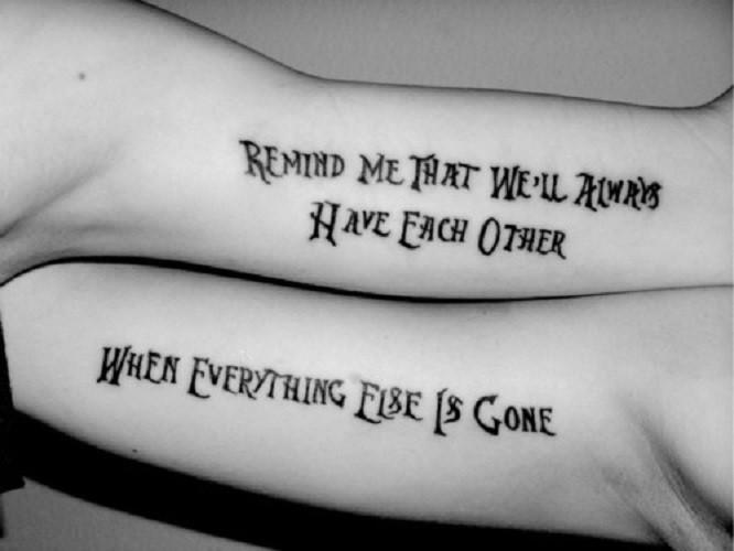 sapido citazione d&quotamicizia tatuaggio su due braccia