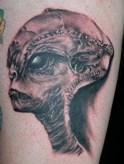 pauroso ritratto di aliene tatuaggio