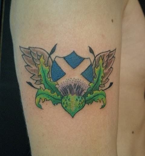 bel idea bandiera scozzese tatuaggio su spalla