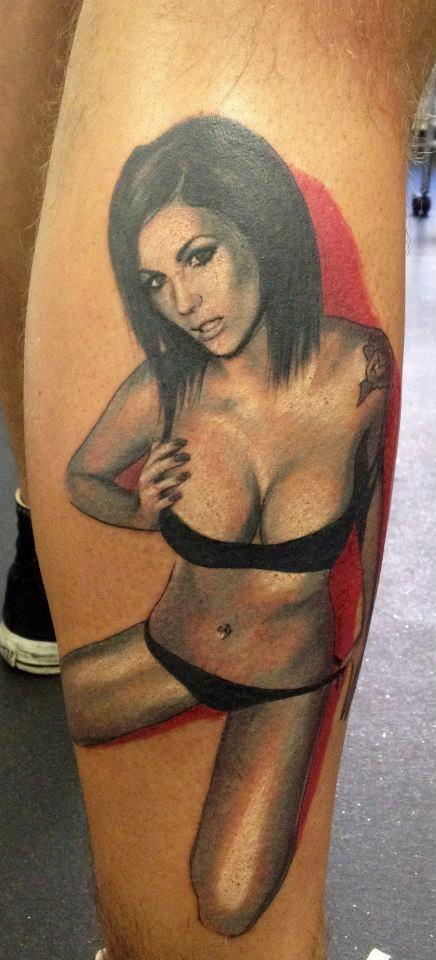 ragazza sexy in biancheria intima tatuaggio da Adam Kremer