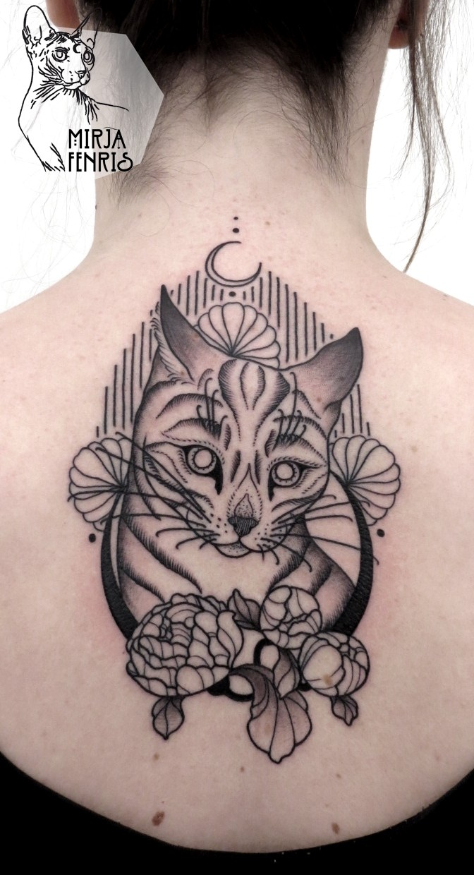 Simple black ink back tattoo of sweet cat with flowers
