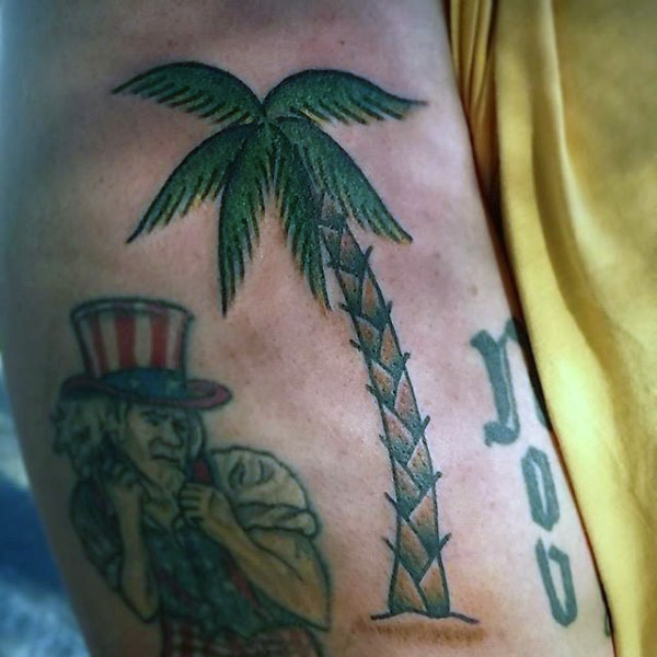 semplice colorato albero palma tatuaggio su braccio