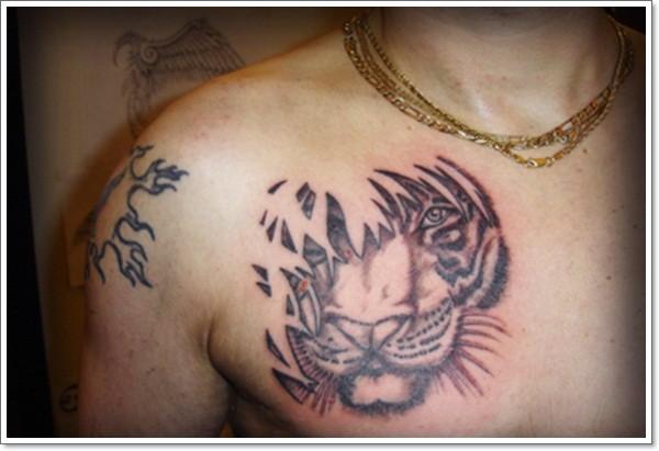 Tatuaje En El Pecho Tigre Escondido En Arbusto Invisible