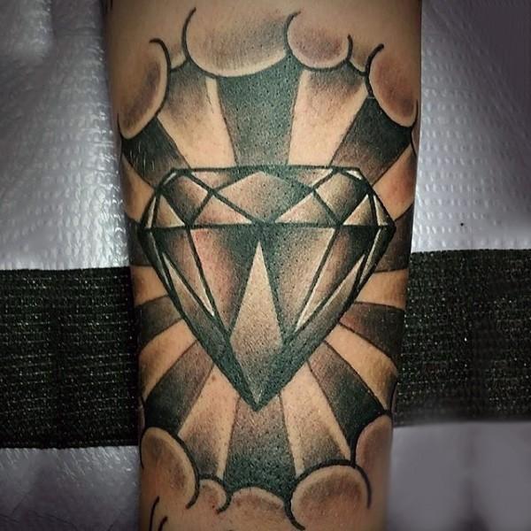 Tatuaje en la pierna, diamante brillante, colores negro y blanco