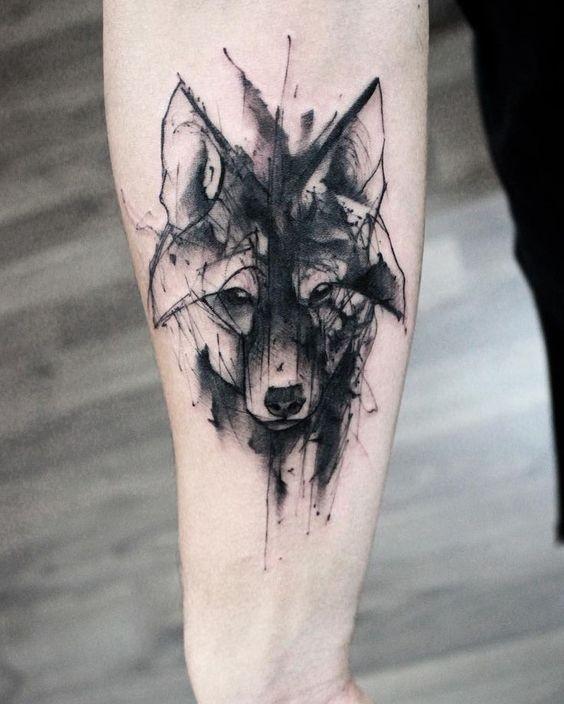 Tatuaggio per il tatuaggio dell&quotavambraccio di inchiostro nero in stile schizzo