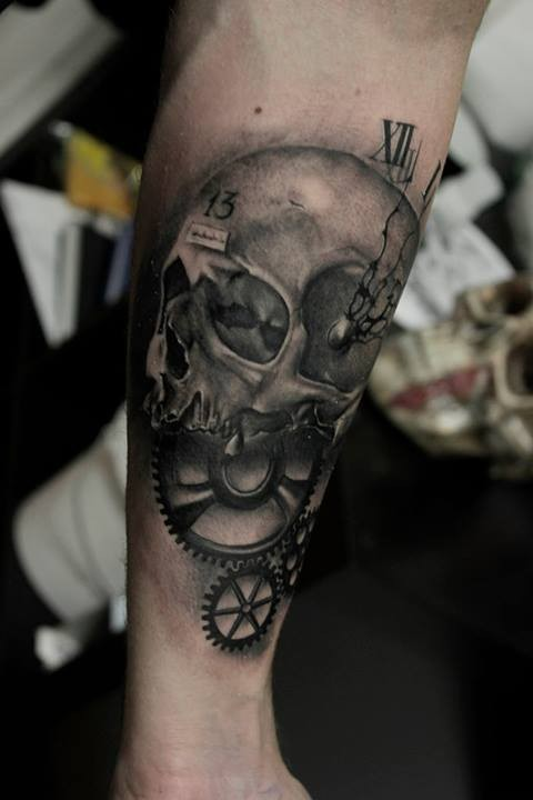 Skull and a clock face tattoo on forearm by Razvan Popescu