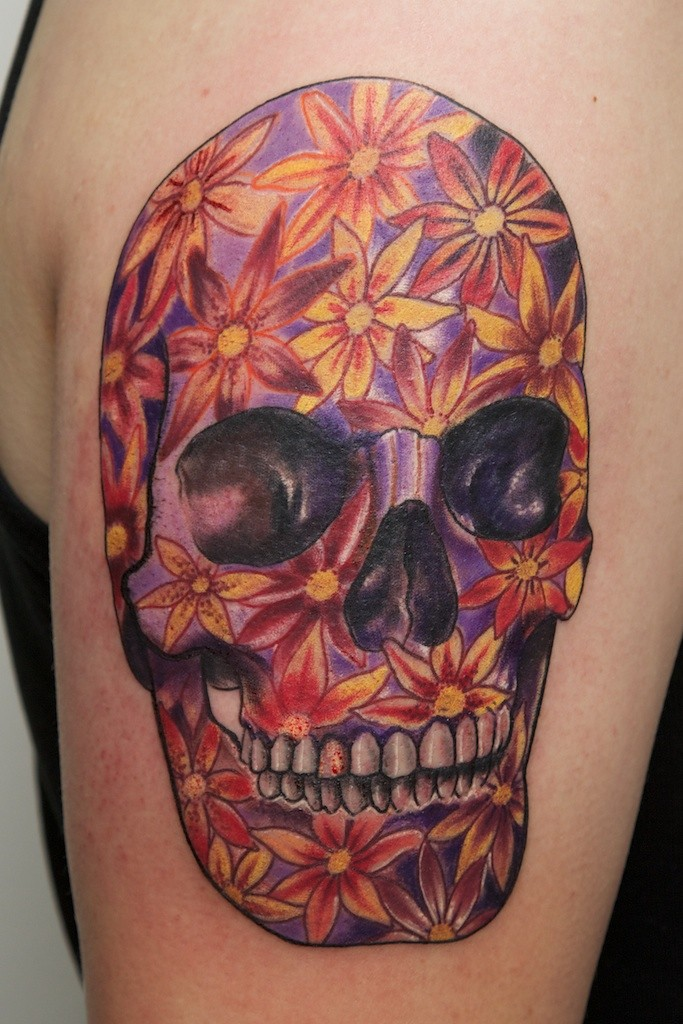 Skull with flower pattern by graynd