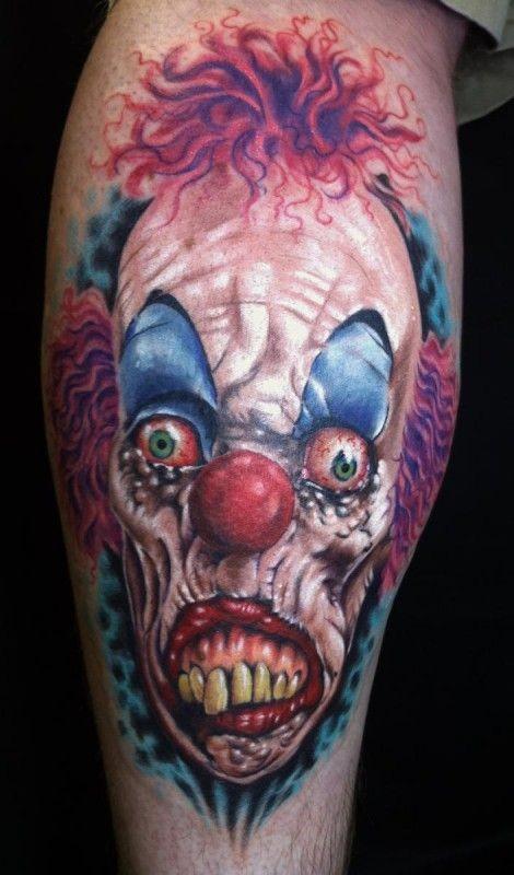 spaventoso pagliaccio con occhi rossi tatuaggio