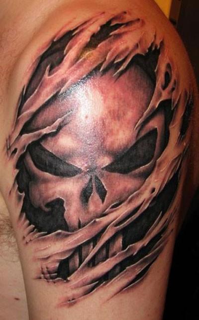 cranio spaventoso da sotto pelle tatuaggio sulla spalla