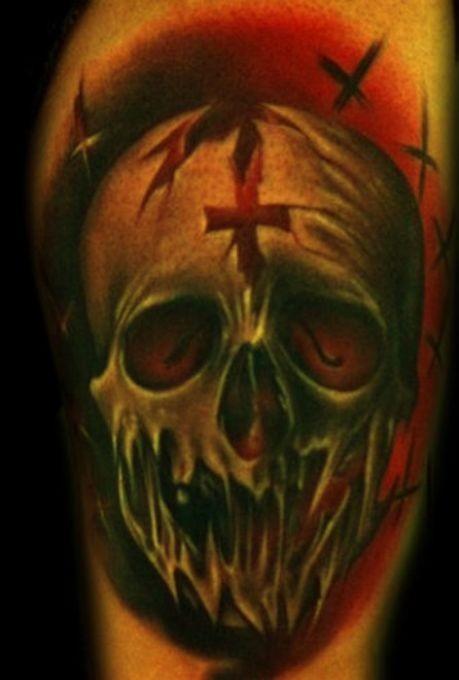 Tatuaje  de cráneo borroso tremendo