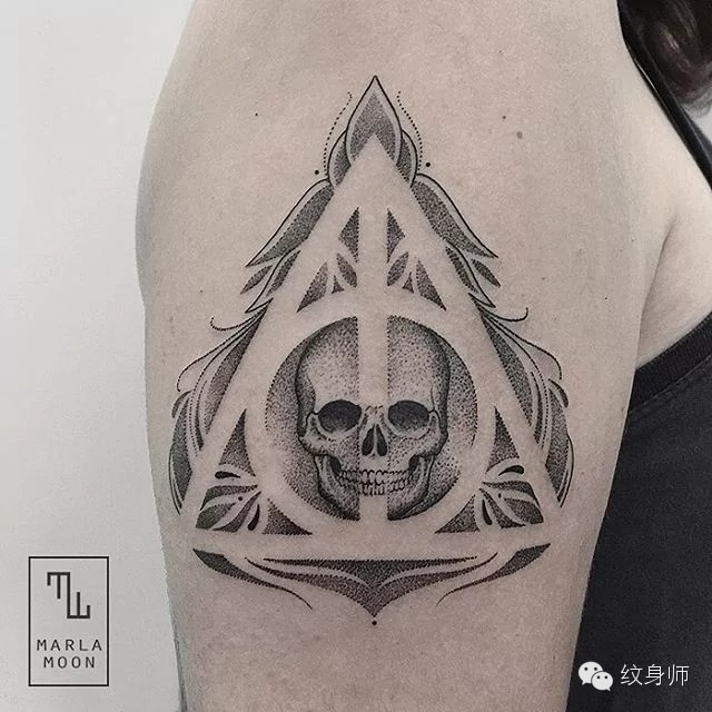 Stippling style cool looking shoulder tattoo of human skull stylized with geometrical figure