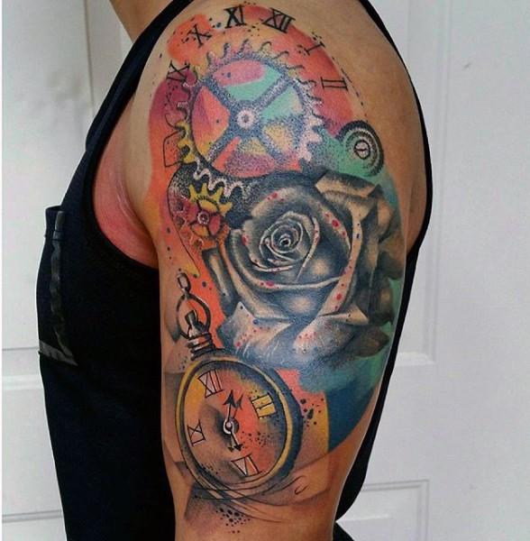 stupendo colorato orologio meccanico con fiore tatuaggio su spalla