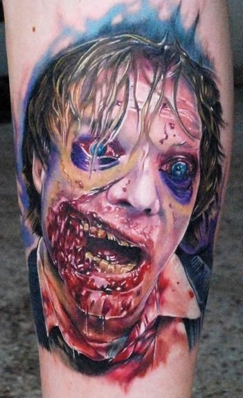 incredibile film orrore colorato zombie insanguinato tatuaggio su gamba