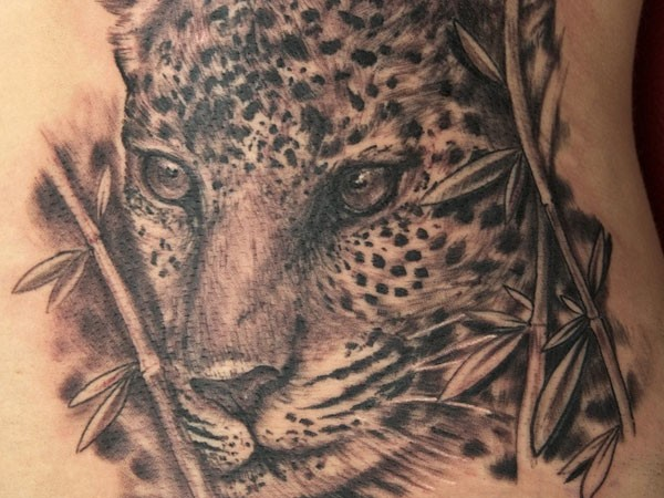 Stunning very realistic detailed black and white leopard tattoo on waist