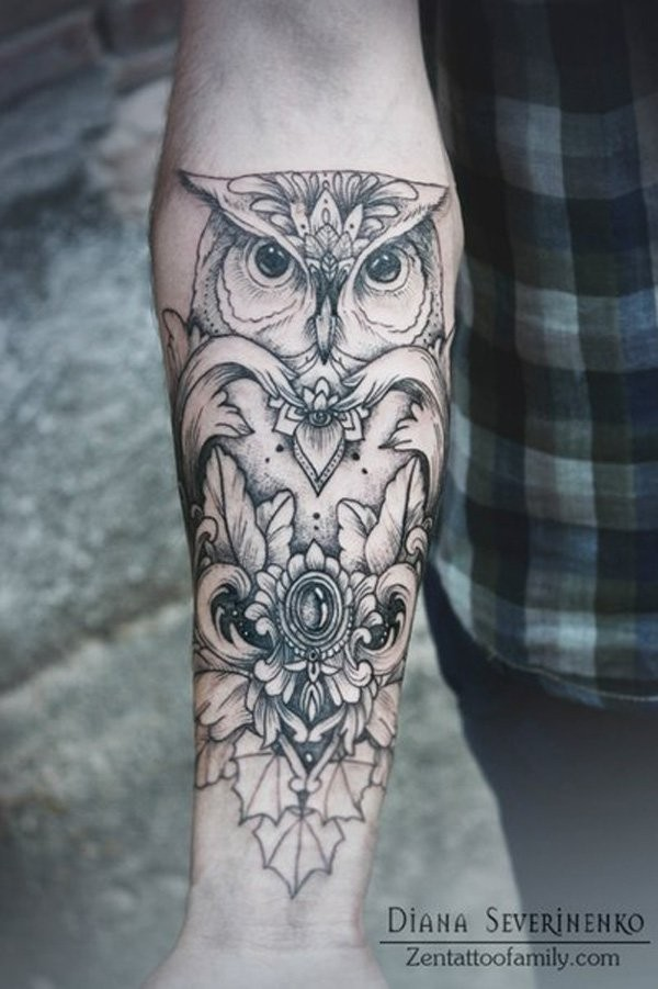 stilizzato gufo nero tatuaggio mezza manica