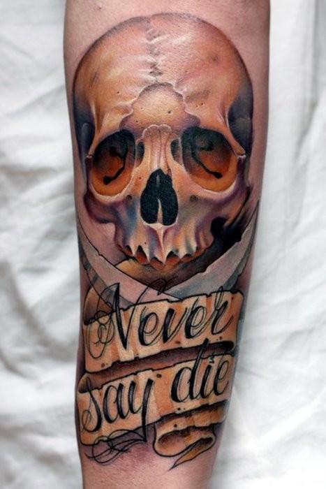 """Tatuaggio realistico sul braccio il teschio &quotNEVER SAY DIE"""""""