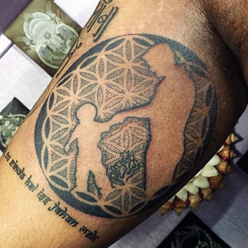 tenero nero e bianco padre e figlio ornamento tatuaggio su braccio
