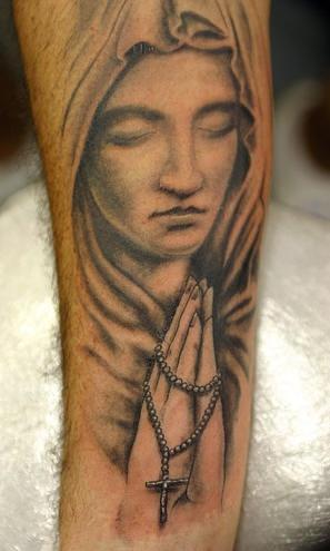 Tatuaggio 3D la donna che prega
