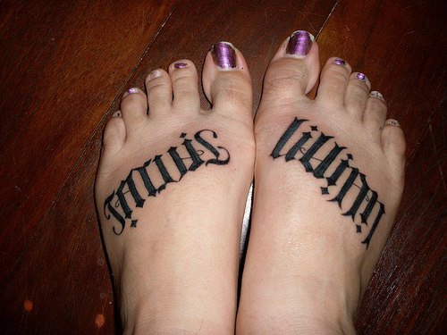 Ambigram of name lilliam on both feet