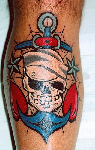 Tatuaggio colorato marinaio morto (vecchia scuola)